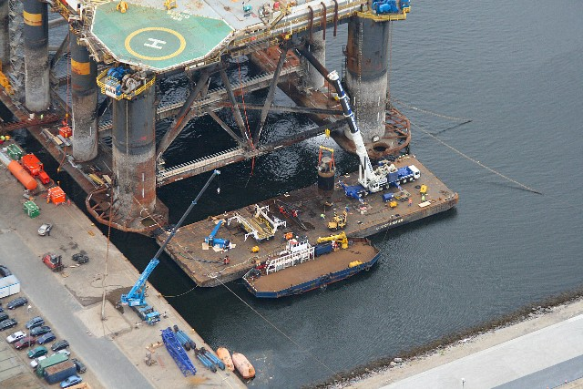 Maintenance of the Sedco 706 Rig