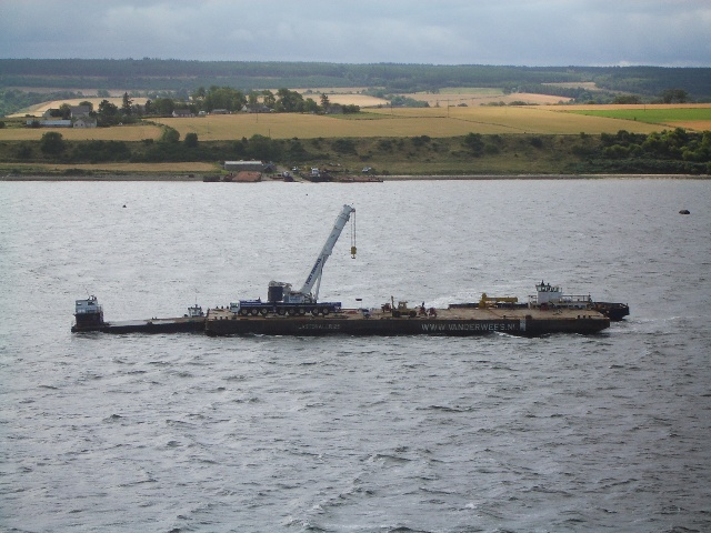 500 tonne crane on barge working at Sedco 706