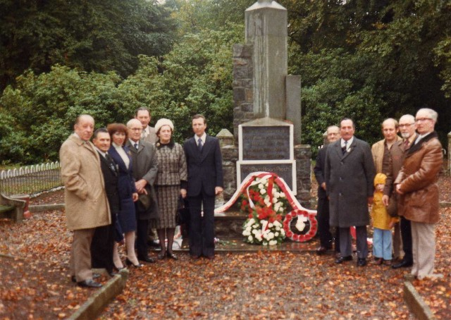 Wreath laying at Polish War Memorial November 1978