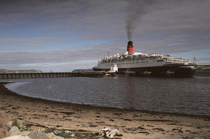 QE2 at Invergordon
