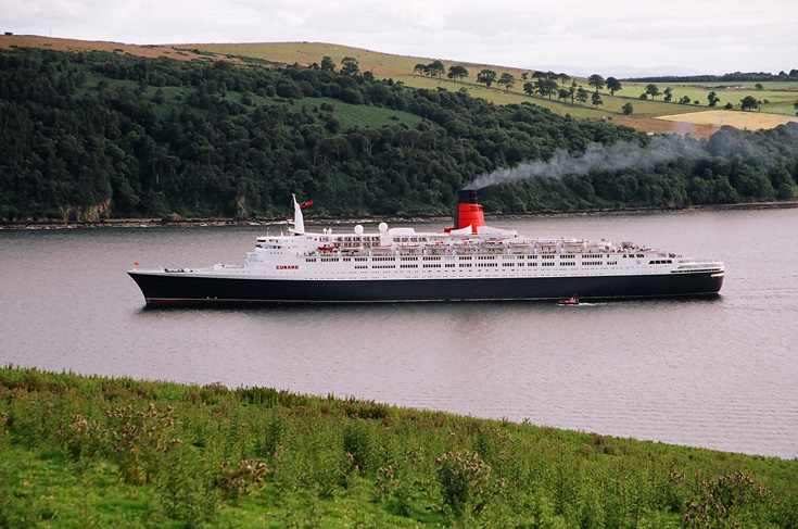 QE2 in the Cromarty Firth
