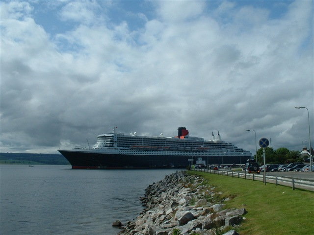 The QM2 at the Admiralty Pier