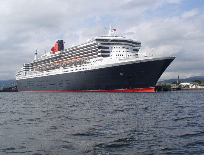 Queen Mary 2 from the starboard side