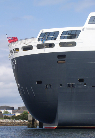 The stern of the Queen Mary 2 at Invergordon
