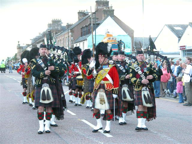 The Highlanders Pipe Band in the High Street