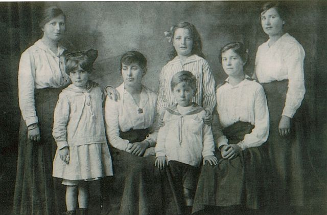 Annie & George Mitchell's children