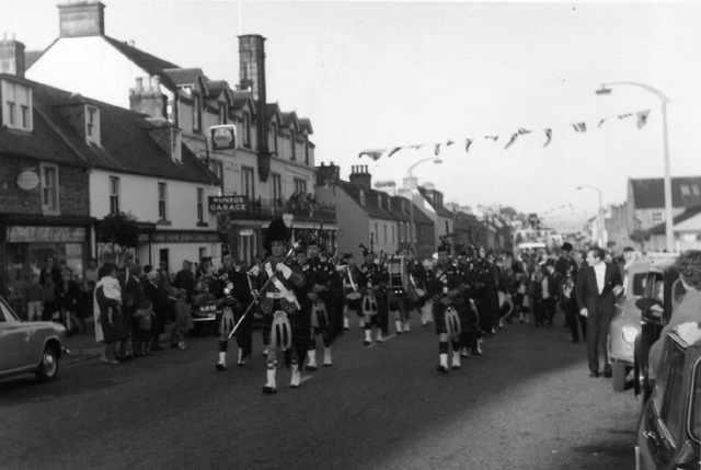 Pipe Band in the High Street