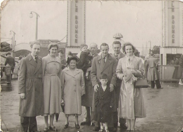 Angus Mackenzie and Family at Bellevue, 1954
